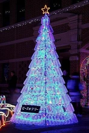 Árvore de natal de garrafa PET transparente com iluminação azul Foto de Katsuzin13