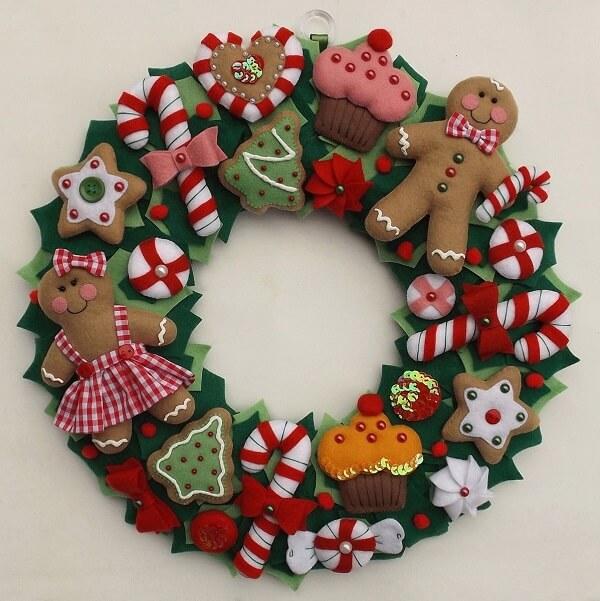 Guirlanda para Natal feita com detalhes em feltro