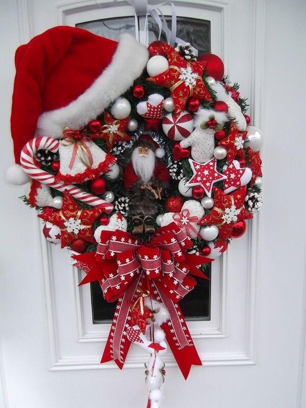 Guirlanda para Natal em tons de vermelho com papai noel