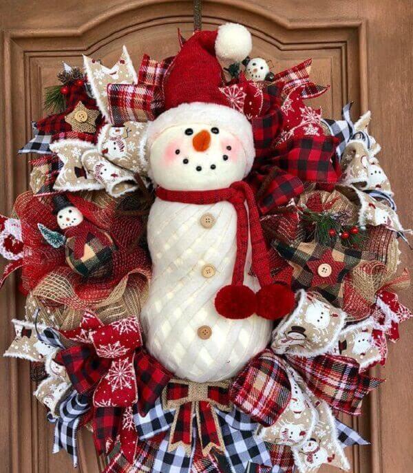 Guirlanda para Natal em tons de vermelho com boneco de neve