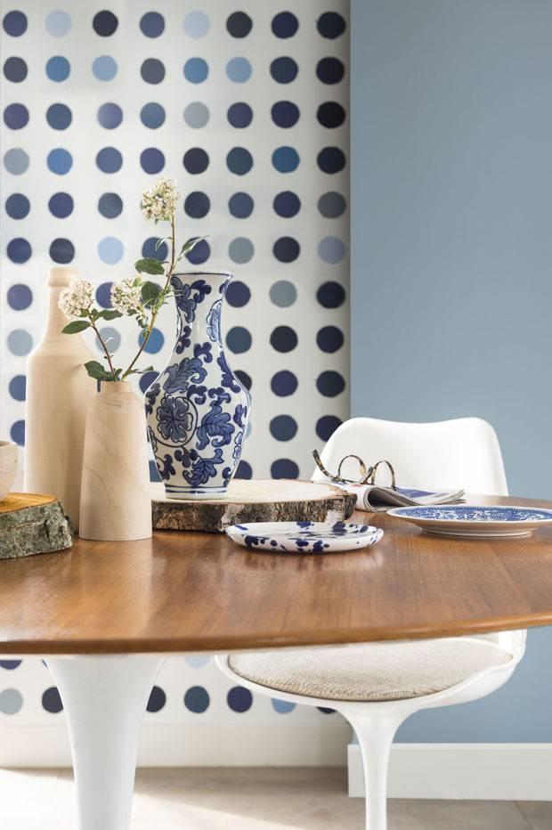Sala com a cor azul Mergulho Sereno, eleita pela Coral uma das cores de casas de 2017