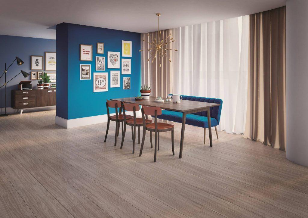 Parede divisória com a cor azul arquipélago e sofá azul sofá azul.