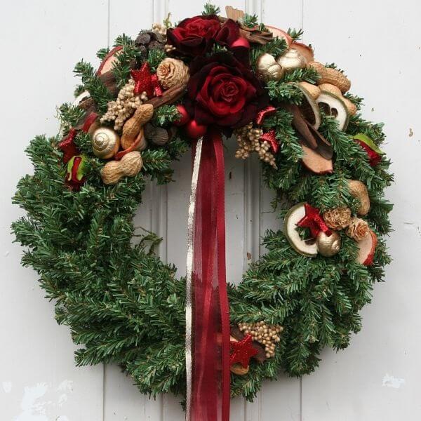 Guirlanda para Natal com laço e flores artificias