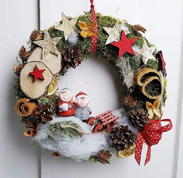 Guirlanda de Natal que encanta a entrada de casa