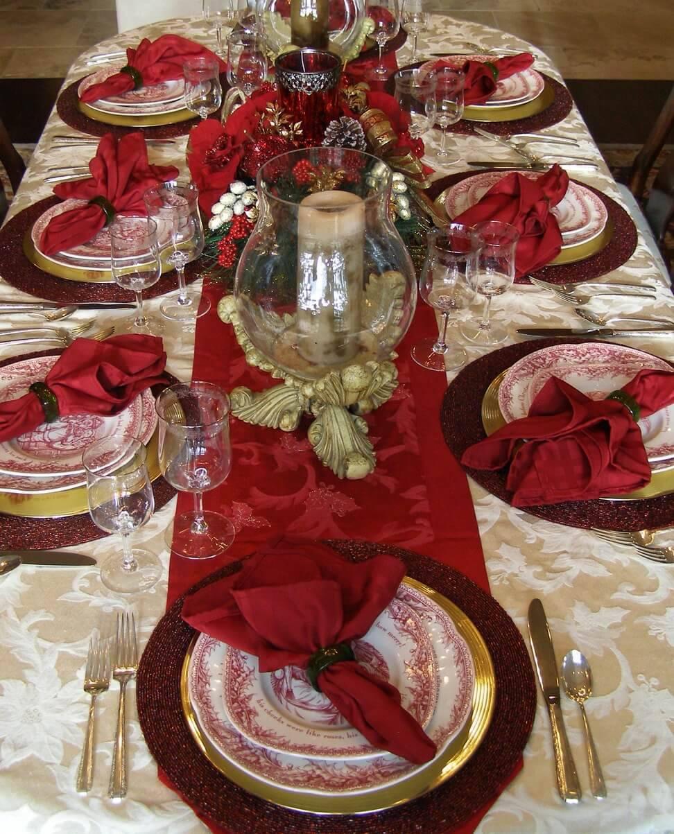 Decoração de Natal para a ceia de jantar mesa posta vinho
