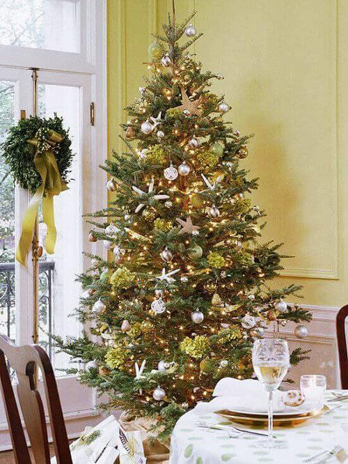 Decoração-de-Natal-sala-decorada-de-dourado-1 (1) (1)