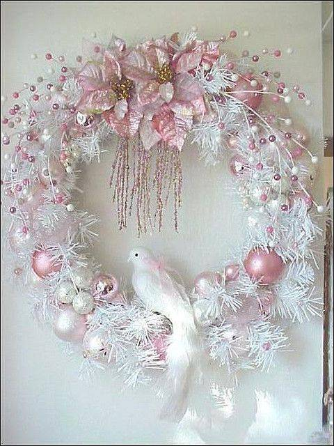 Guirlanda de Natal branca com rosa