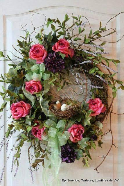 Guirlanda de Natal com flores e ramos