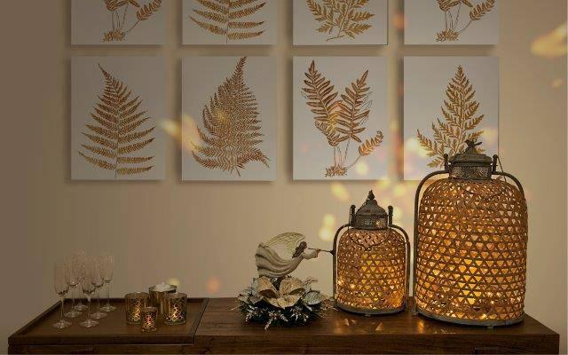 Neste cantinho, as luzinhas foram usadas para imprimir a atmosfera natalina.