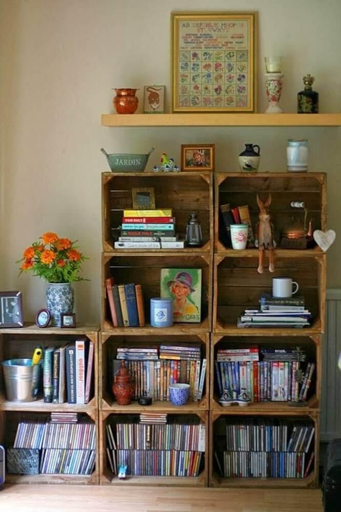 caixotes de madeira para organizar livros no cantinho da leitura Foto Pinterest