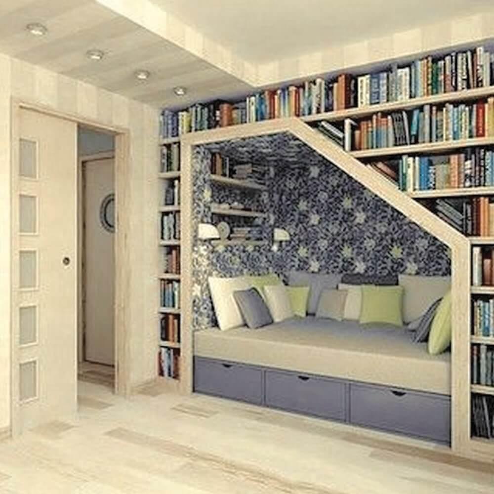 cantinho da leitura com estante planejada Foto Futurist Architecture
