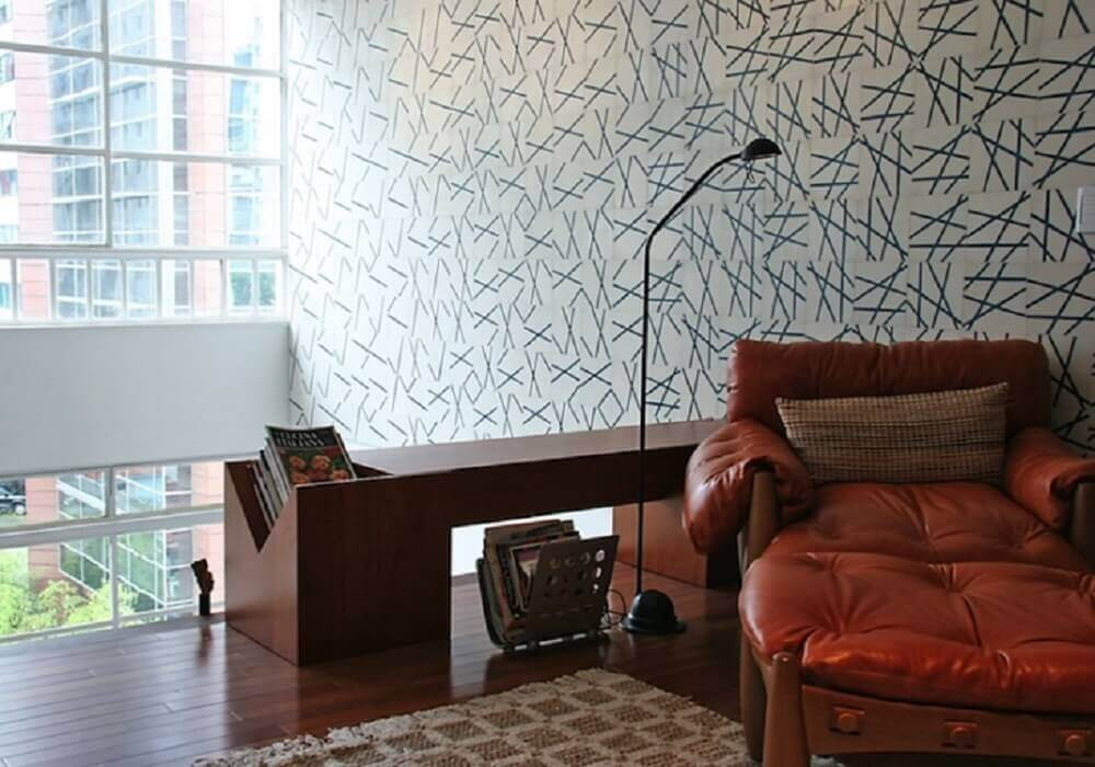cantinho da leitura decorado com poltrona de couro Foto FGMF Arquitetos