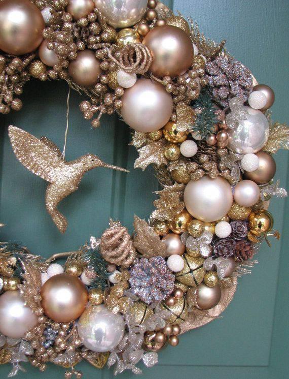 guirlanda de natal dourada cobre com beija flor