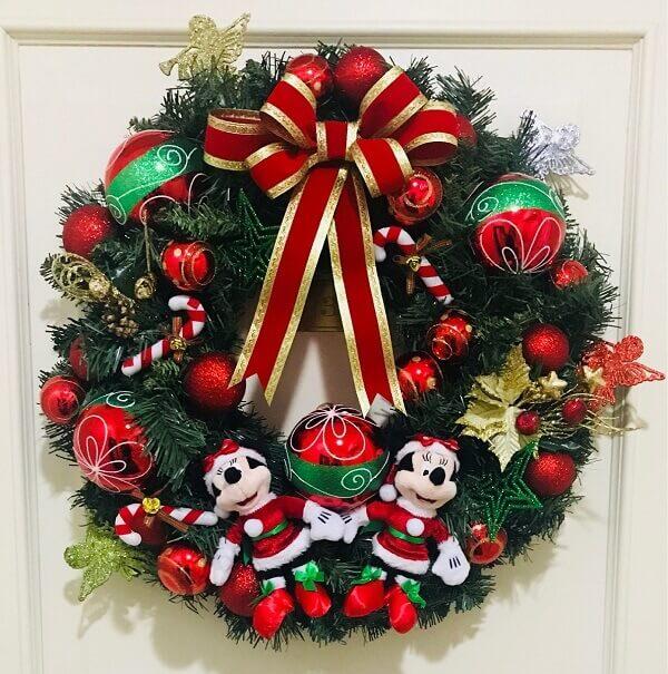 Guirlanda de Natal feita com personagens da Disney