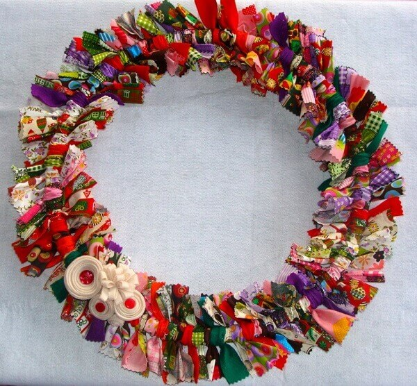 Guirlanda de Natal feita retalhos de tecido