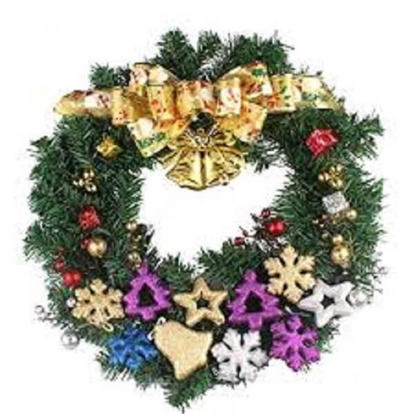 Guirlanda para Natal feita flores artificiais e elementos natalinos