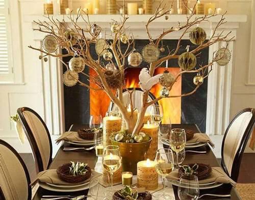 mesa de natal com arvore dourada