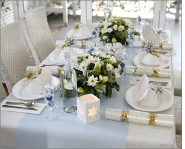 mesa de natal com branco e azul