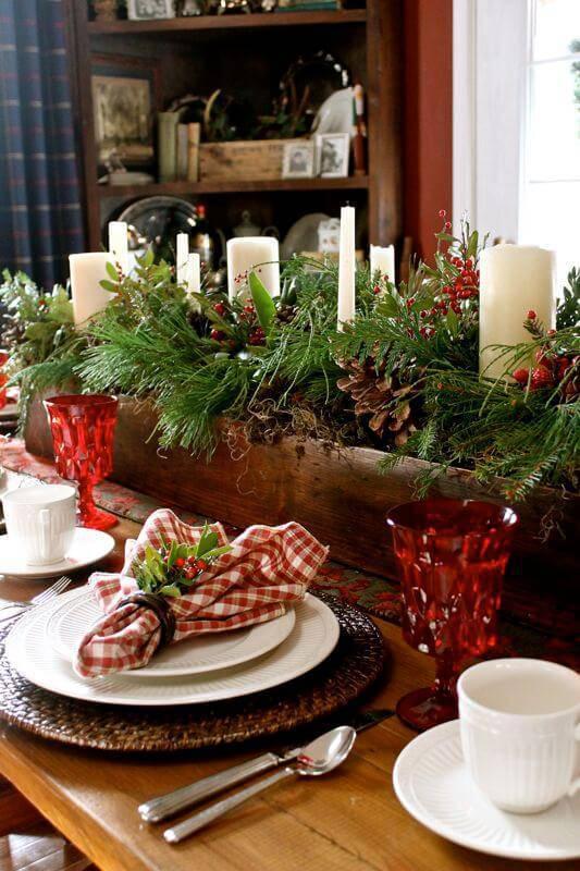 mesa de natal decorada com elementos naturais