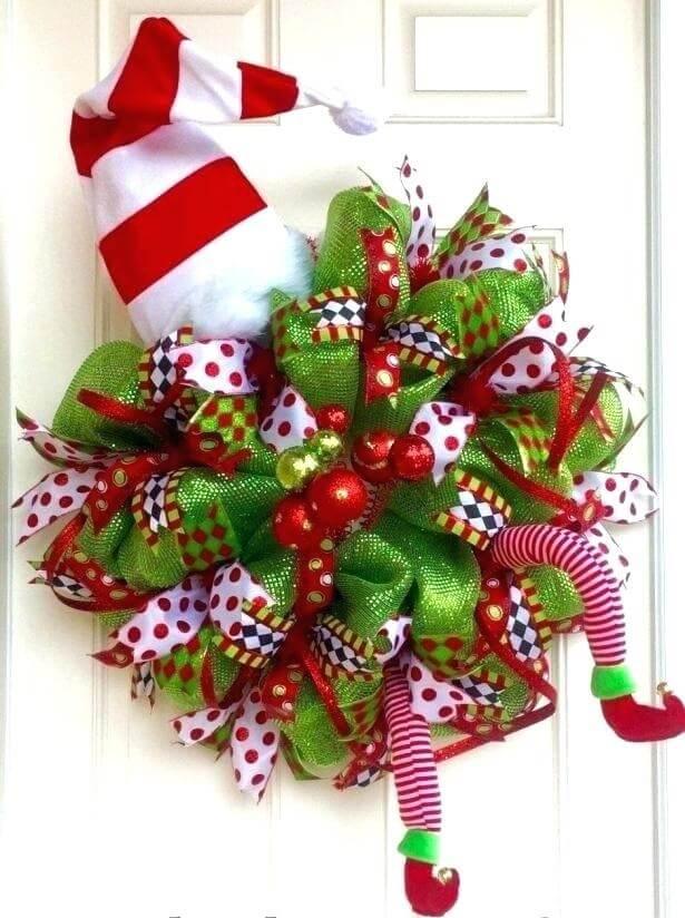 Guirlanda de Natal criativa em tons de vermelho, branco e verde