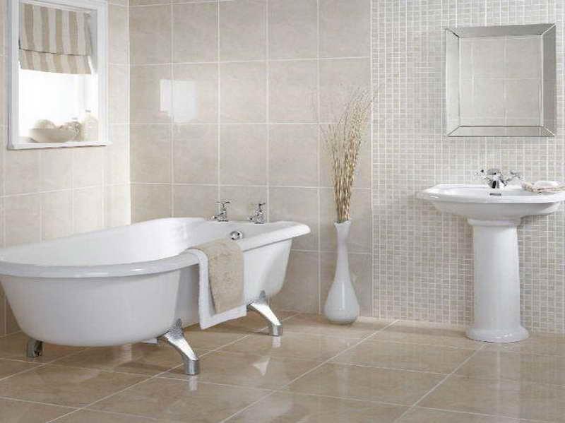 Cerâmica para banheiro bege na parede e chão