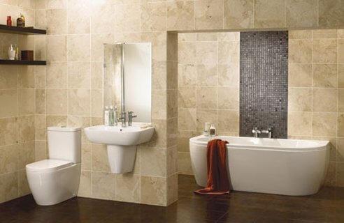 Cerâmica para banheiro bege nas paredes