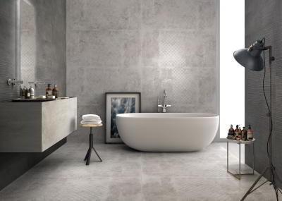 Cerâmica para banheiro cinza claro manchado
