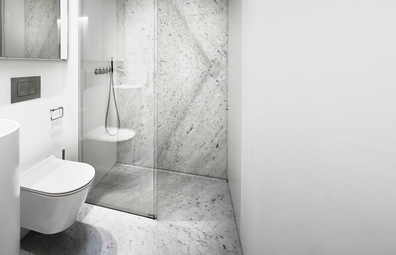 Cerâmica para banheiro cinza manchado