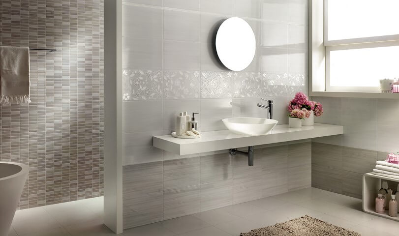 Cerâmica para banheiro cinza pequena