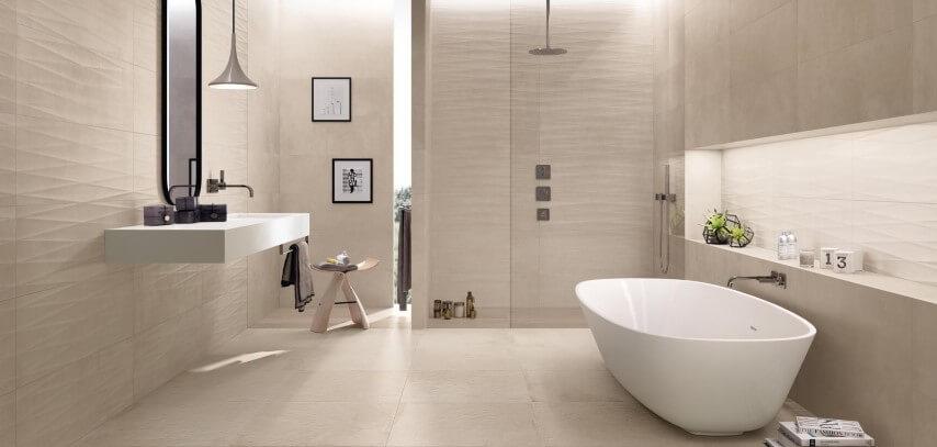 Cerâmica para banheiro clara no chão