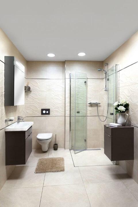 Cerâmica para banheiro claro combinando com revestimento 3D da parede