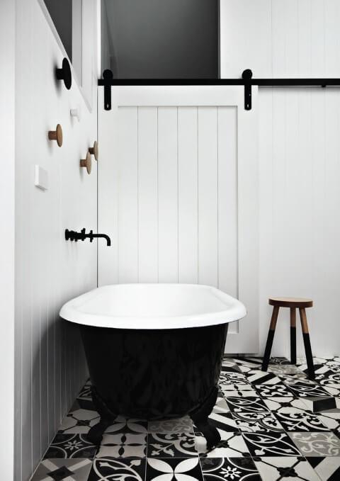 Cerâmica para banheiro com estampa preto e branco