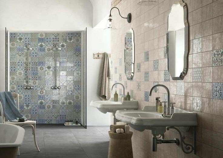 Cerâmica para banheiro estampado na área do banho e na parede