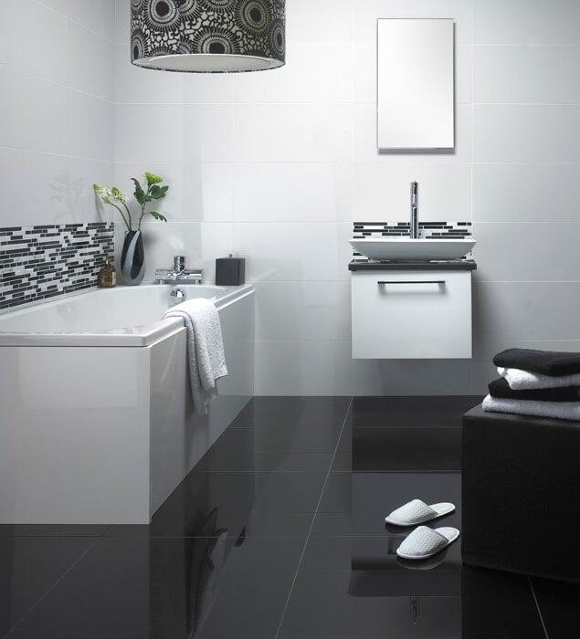 Cerâmica para banheiro preto no chão e branco na parede