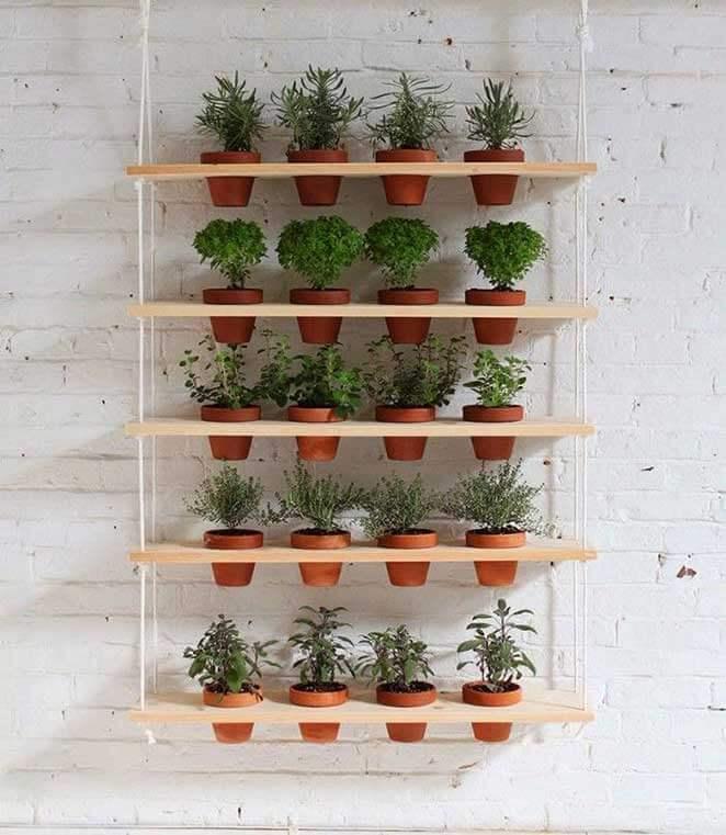 Horta vertical com cordas e prateleiras de madeira Foto de Minha Casa Minha Cara