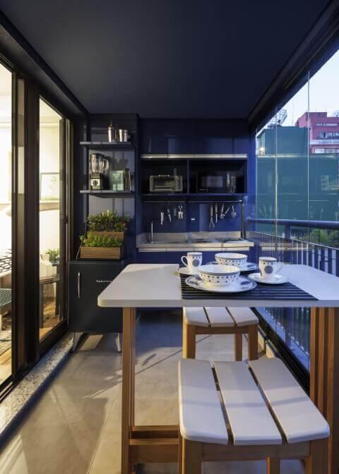 Horta vertical na varanda gourmet Projeto de Decoradoria Decoração Online