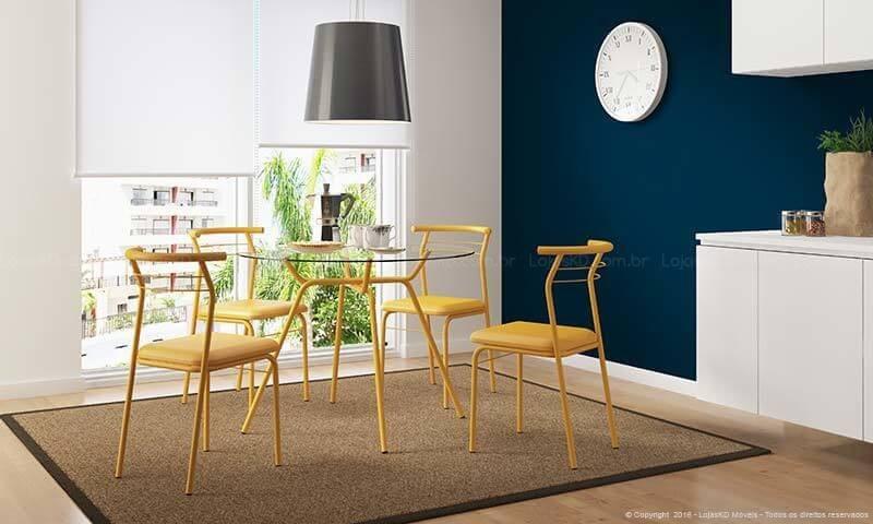 Mesa redonda de vidro com base e cadeiras amarelas Projeto de LojasKD