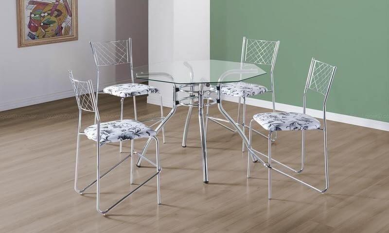 8e9e3850e62 Mesa redonda de vidro com pés cromados e 4 cadeiras estampadas Projeto de  LojasKD