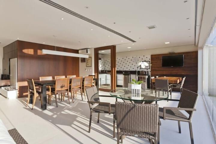 Mesa redonda de vidro e mesas retangulares Projeto de Conseil Brasil
