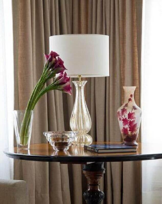 abajur branco para sala com flores
