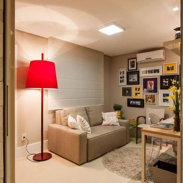 Abajur para sala com home office no tom vermelho