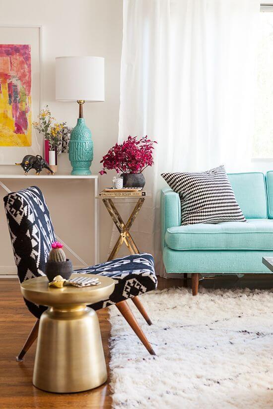 Abajur para sala de estar moderna e colorida