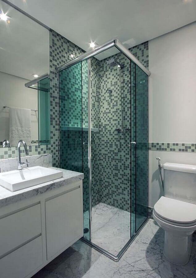 banheiro com pastilha de vidro verde Foto Mosaico Vidros