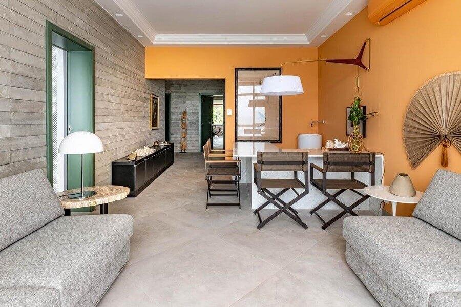 casa decorada com parede laranja  Foto Maurício Karam Arquitetura
