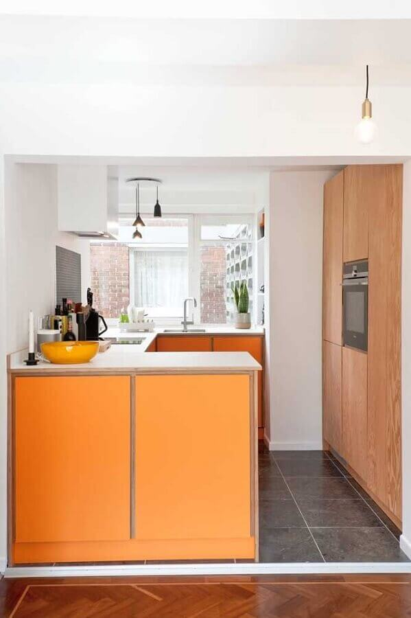 cores quentes laranja para decoração de cozinha pequena planejada  Foto Ideias Decor