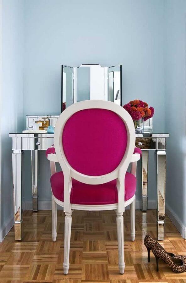 cores quentes para cadeira com estofado magenta  Foto Pinterest