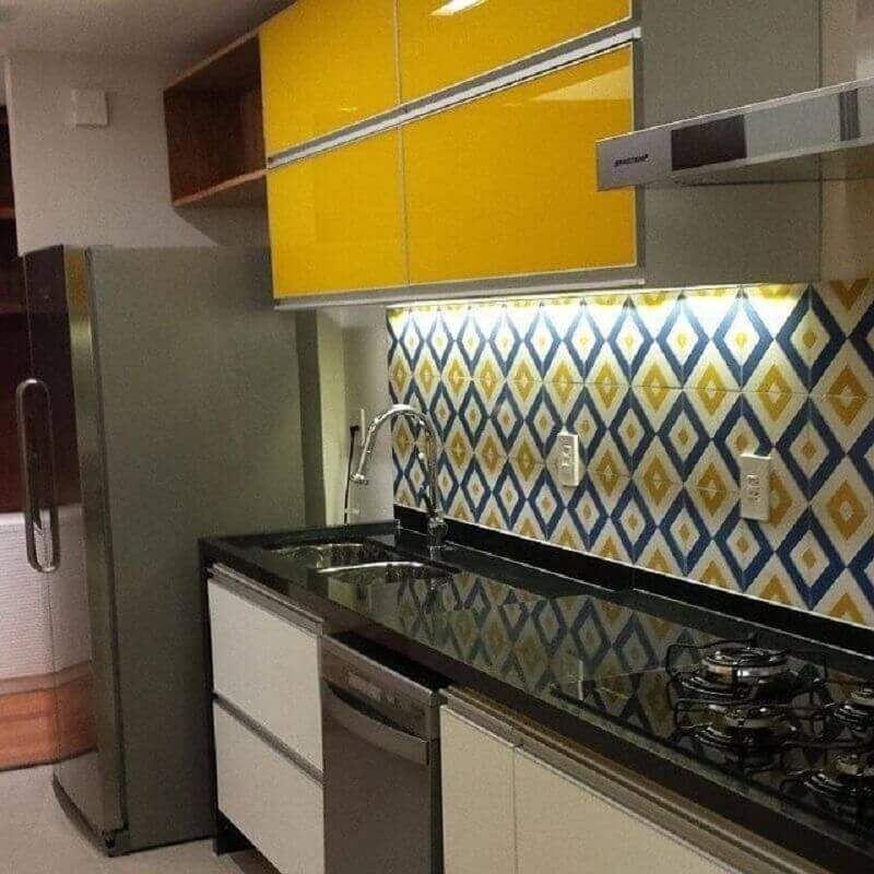 cores quentes para cozinha simples planejada  Foto Bustamante Arquitetura
