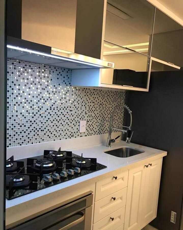 decoração cozinha planejada com pastilhas de vidro  Foto Nosso AP1410
