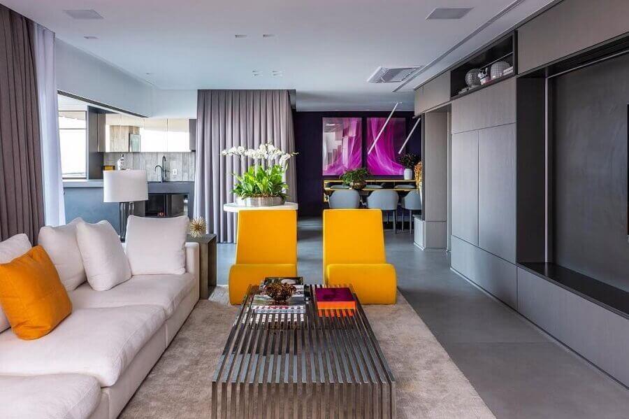 decoração de casa moderna com detalhes em cores quentes  Foto Maurício Karam Arquitetura