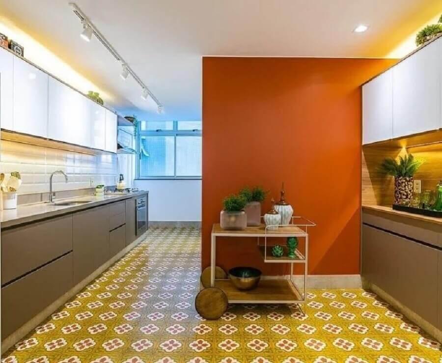 decoração para cozinha planejada em cores quentes  Foto MAVA Arquitetura